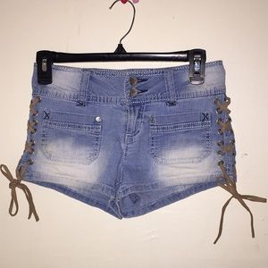 CUTE/ SEXY Denim-shorts with 🎀 on the side